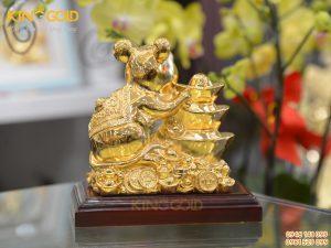 Quà tặng phong thủy- Tượng chuột tài lộc bên Kim Nguyên Bảo dát vàng
